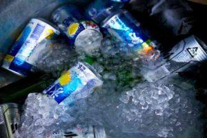 氷で冷えた飲み物